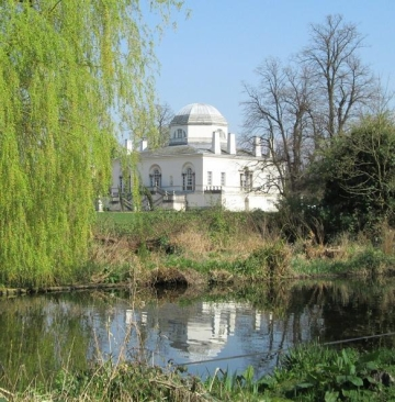 Chiswick House across the lake